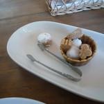 カフェ ル パラディ - 砂糖と小菓子