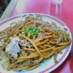 江洋軒 - 麺太めの焼きそば。おいしそう…