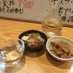 味武者 - 料理写真:楯野川、お通し2品