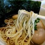 煮干しそば 虎空 - パツっと歯ごたえよく切れるタイプのスープに良く合う麺