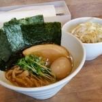 煮干しそば 虎空 - 「焼き海苔味玉 煮干しそば (950円)」+「チャーシュー豚丼 (300円)」