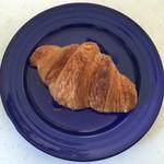 ピッコ ベーカリー - 料理写真:クロワッサン、200円です。