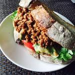 レインボー・ローフード - 大豆ミートひきにくのし塩糀サンド