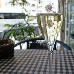 天現寺ガーデン - バラのグラスでスプマンテ