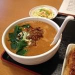 50768596 - 四川担々麺とサラダ