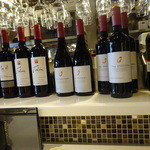 オイスター テーブル - カウンターにはワインが・・・とても掃除が行き届いていました