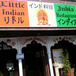 5077387 - インド国旗色の看板が目立ちます。