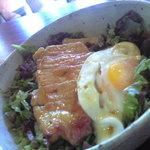 カフェ アワ・イサ - 豚テキ照りマヨ丼 タマゴのせ700円