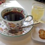 アルフォンソカフェ - ブランチセットのコーヒー、リンゴジュース、クッキー