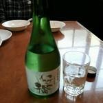 横浜大飯店 - 日本酒は神奈川県の地酒「いずみ橋」のミニボトルを見つけてニコニコ(笑)中華に合います