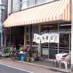 石田屋やきそば店 - ゆらっとした暖簾も良い風情。ソースの香りが漂ってくるようです
