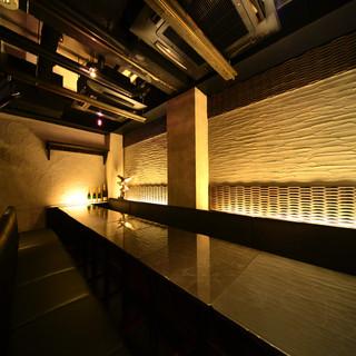 黒を基調にした優雅なソファー個室
