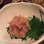 アキチ - 鮫の軟骨梅肉和え