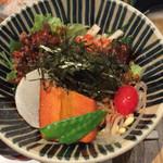 50784122 - 野菜たっぷりビビン丼(みそ汁、小鉢付き820円)。みそ汁はお代わり無料。