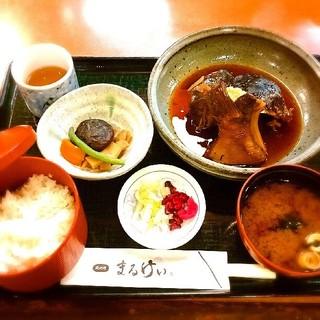 磯料理 まるけい - 煮魚定食(800円)