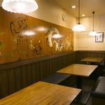 八久茂寿司 - テーブル席 4~5人席が3つ