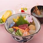 八久茂寿司 - 盛り込みちらし1500円