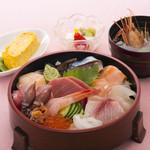 八久茂寿司 - 海鮮ちらし  2500円