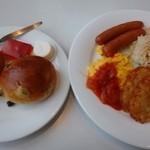 レストラン風月 - 「洋朝食(854円:税込)」・・スクランブルエッグ・ソーセージ・ハッシュドポテト・サラダ・パン2種類など。