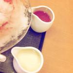 茶寮 煉 - 別添えのいちごソースとミルク