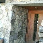 森海 - 石垣のような玄関