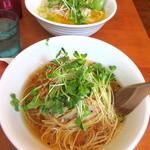 麺屋 Hulu-lu - 醤油(手前)/塩(奥)らーめん「麺硬め」