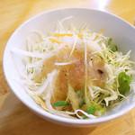 洋食のまなべ - サラダです。 (>_<)