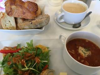 パン・オ・トラディショネル - ランチセットのパン食べ放題にコーヒー