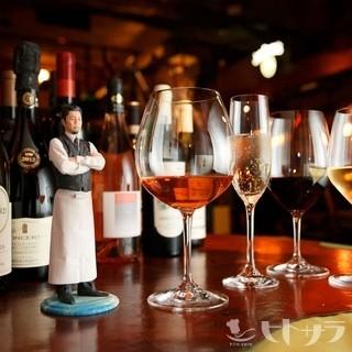 旬な話題や季節に合わせた世界のワインも揃います
