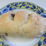 50810533 - 国産小麦と北海道チーズクリーム216円。