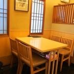 福寿司 - 店内(テーブル席)