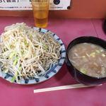 ラーメン二郎 - つけ麺大 ヤサイニンニクアブラ 上から見た図