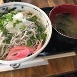 茜草壺 - しらす丼