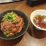 イートミート アット フランダーステイル - ローストビーフ丼&テールスープ♪