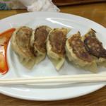 太公望ラーメン - 餃子 ラー油とお酢と七味で