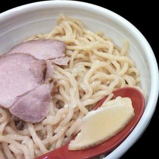 麺は自家製麺。麺もスープもこだわりつくし。