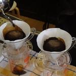 レン コーヒー - コーヒーの粉が膨らむのを待ちます ※2016年5月