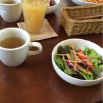 フロッグ カフェ - ランチのサラダとスープ