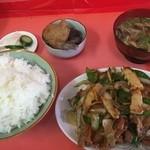 宝来軒 - ピーマンと肉炒め定食(850円)