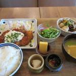 kawara CAFE&DINING -FORWARD- - 携帯をいじってると注文した週替わり和定食1080円の出来あがりです。