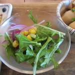 kawara CAFE&DINING -FORWARD- - 定食のサラダは水菜中心のサラダです。