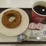 ポン・デ・ライオンパーク バイ ミスタードーナツ - オールドファッション抹茶&ブレンドコーヒー ¥410-
