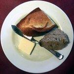 """いきましょうレストラン - 世田谷""""いきましょうレストラン""""ブリフィックスコースのパン"""