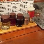 えびす飯店 - 卓上の調味料たち