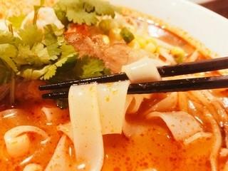 ティーヌン 飯田橋店 - ビーフン麺(平打ち太麺)もっちもち