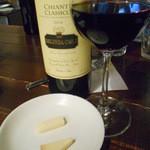 50858752 - 2016.5:キャンティ・クラシコとお通しのチーズ