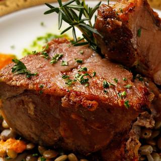 メインのお肉料理は自信の逸品です。