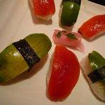 CAFE & BAR KIKORI - アボカドとパプリカのお寿司