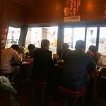 バソキ屋 - 店内(テーブル席)