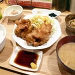 ひびか食堂 - とり天定食 ご飯少なめ¥670。とり天や小鉢も以前と変わらず美味しかったですが、お味噌汁とご飯が安定して美味しいのもポイントが高いです。